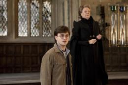 photo 56/132 - Daniel Radcliffe, Maggie Smith - Harry Potter et Les Reliques de la Mort - 2�me Partie - © Warner Bros