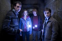 photo 39/132 - Matthew Lewis, Emma Watson, Rupert Grint, Daniel Radcliffe - Harry Potter et Les Reliques de la Mort - 2ème Partie - © Warner Bros