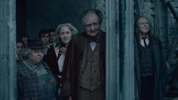 photo 17/132 - Miriam Margolyes, Gemma Jones, JIm Broadbent, David Bradley - Harry Potter et Les Reliques de la Mort - 2ème Partie - © Warner Bros