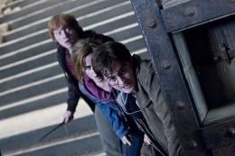 photo 44/132 - Daniel Radcliffe, Rupert Grint, Emma Watson - Harry Potter et Les Reliques de la Mort - 2�me Partie - © Warner Bros