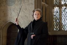 photo 53/132 - Maggie Smith - Harry Potter et Les Reliques de la Mort - 2ème Partie - © Warner Bros