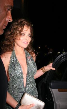 Ornella Muti Ouverture du 61�me festival de Cannes photo 5 sur 5
