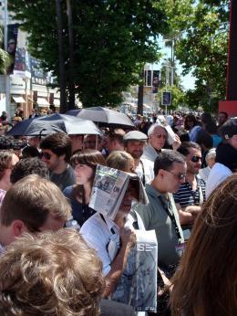 photo 69/126 - Parapluie et soleil.... Cocktail d�tonnant en attendant la projo presse d'Indyyyyy - Indiana Jones et le Royaume du Cr�ne de Cristal - © Am�lie Chauvet Commeaucinema.com
