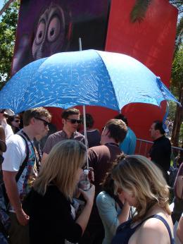 photo 67/126 - Parapluie et soleil.... Cocktail d�tonnant en attendant la projo presse d'Indyyyyy - Indiana Jones et le Royaume du Cr�ne de Cristal - © Am�lie Chauvet Commeaucinema.com