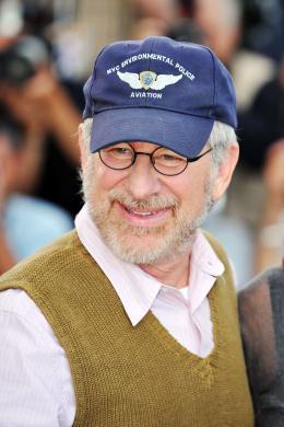 photo 111/126 - Steven Spielberg - Pr�sentation d'Indiana Jones et le Royaume du Cr�ne de Cristal, Cannes le 18 mai 2008 - Indiana Jones et le Royaume du Cr�ne de Cristal - © Paramount