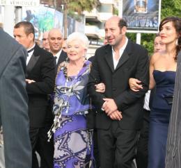 Line Renaud Equipe de Bienvenue Chez les Ch'tis  - Montée des marches du Che - Cannes, le 21 mai 2008 photo 6 sur 20