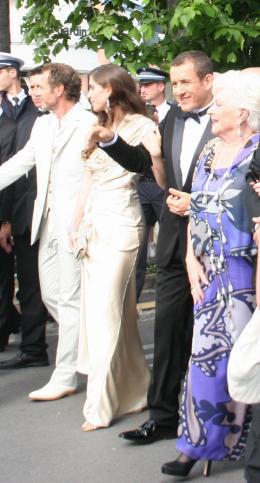 Line Renaud Equipe de Bienvenue Chez les Ch'tis  - Montée des marches du Che - Cannes, le 21 mai 2008 photo 5 sur 20