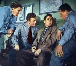 photo 7/8 - Kirk Douglas - Histoire de détective - © Swashbuckler Films