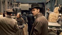 photo 17/61 - Jude Law - Sherlock Holmes - © Warner Bros