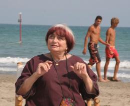 photo 21/24 - Agnès Varda - Présentation du film Les Plages d'Agnès - Venise 2008 - Les plages d'Agnès - © Isabelle Vautier - Commeaucinema.com