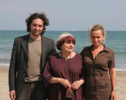 photo 17/24 - Matthieu Demy, Agn�s Varda et Rosalie Varda - Pr�sentation du film Les Plages d'Agn�s - Venise 2008 - Les plages d'Agn�s - © Isabelle Vautier - Commeaucinema.com
