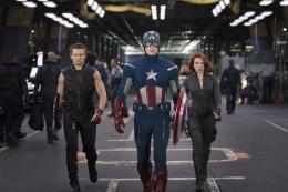 photo 13/137 - Jeremy Renner, Chris Evans et Scarlett Johansson - Avengers - © Walt Disney Studios Motion Pictures France