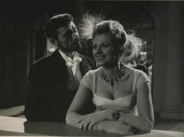 photo 4/7 - Liselotte Pulver et Robert Lamoureux - Les aventures d'Arsène Lupin - © Gaumont vidéo