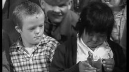Un enfant attend photo 9 sur 14
