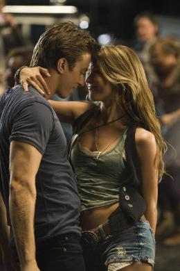 photo 9/16 - Kenny Wormald, Julianne Hough - Footloose - © Paramount