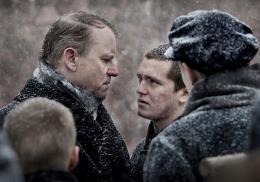 photo 8/14 - Stellan Skarsgard,Benjamin Helstad - Les R�volt�s de l'�le du Diable - © Les Films du Losange