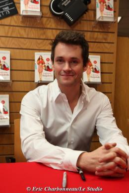 photo 115/122 - Hugh Dancy - Dédicace du livre Confessions d'une accro du shopping le 23 Janvier 2009 - Confessions d'une accro du shopping