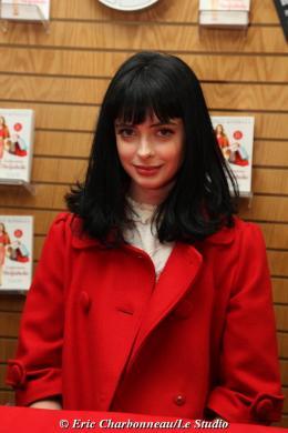 photo 101/122 - Krysten Ritter - Dédicace du livre Confessions d'une accro du shopping le 23 Janvier 2009 - Confessions d'une accro du shopping