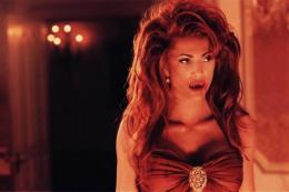 La reine des vampires Angie Everhart photo 1 sur 1