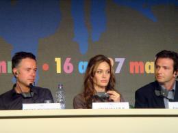 Michael Winterbottom Festival de Cannes 2007-conférence de presse d'A Mighty Heart : Angelina Jolie, Michael Winterbottom et Dan Futterman photo 5 sur 8