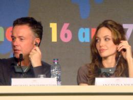 Michael Winterbottom Festival de Cannes 2007-conférence de presse d'A Mighty Heart : Angelina Jolie et Michael Winterbottom photo 4 sur 8