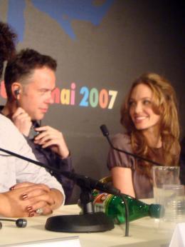 Michael Winterbottom Festival de Cannes 2007-conférence de presse d'A Mighty Heart : Angelina Jolie et Michael Winterbottom photo 6 sur 8