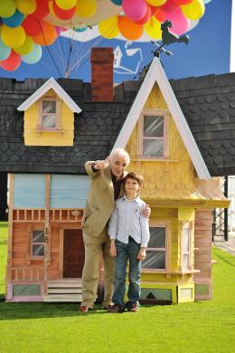 photo 131/409 - Charles Aznavour et Tom Trouffier - L�-Haut - © Walt Disney Studios Motion Pictures France