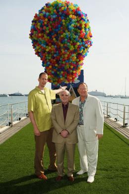photo 142/409 - John Lasseter, Charles Aznavour et Pete Docter - L�-Haut - © Walt Disney Studios Motion Pictures France