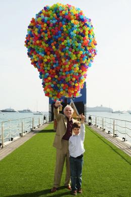 photo 139/409 - Charles Aznavour et Tom Trouffier - L�-Haut - © Walt Disney Studios Motion Pictures France