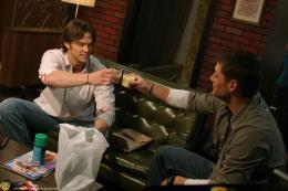 photo 12/21 - Jensen Ackles et Jared Padalecki - Saison 3 - Supernatural - Saison 3 - © Warner Home Vidéo