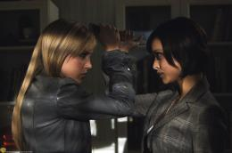 photo 11/21 - Katie Cassidy - Saison 3 - Supernatural - Saison 3 - © Warner Home Vidéo