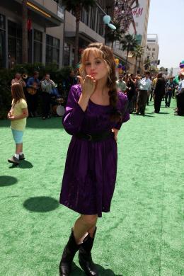 photo 268/409 - Debby Ryan - Avant-premi�re L�-Haut � Los Angeles - L�-Haut - © Eric Charbonneau