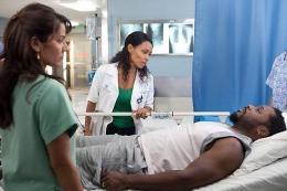 Hawthorne : Infirmière en chef Jada Pinkett Smith et Suleka Mathew photo 7 sur 12