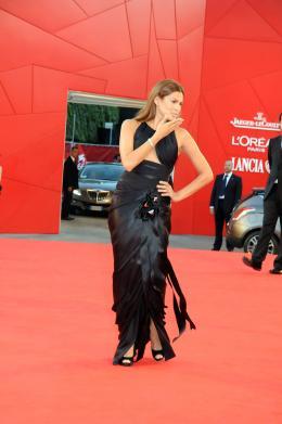 photo 38/39 - Eva Mendes - Pr�sentation du film Bad Lieutenant - Mostra de Venise 2009 - Bad Lieutenant : Escale � la Nouvelle-Orl�ans