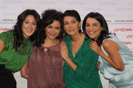 Chaque jour est une fête... Raia Haidar, Dima El-Horr, Hiam Abbass et Mahal Khader - Photocall Chaque jour est une fête - Festival de Rome 2009 photo 1 sur 27