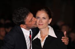 Alza La Testa Sergio Castellito et son épouse - Présentation du film Alza la Testa, festival de Rome 2009 photo 1 sur 17