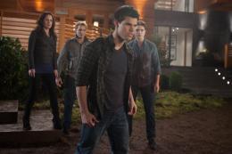 photo 5/45 - Taylor Lautner - Twilight - Chapitre 4 : R�v�lation 1�re partie - © SND