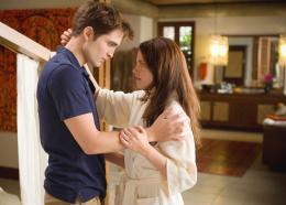 photo 13/45 - Robert Pattinson et Kristen Stewart - Twilight - Chapitre 4 : Révélation 1ère partie - © SND