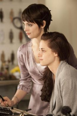 photo 32/45 - Ashley Greene et Kristen Stewart - Twilight - Chapitre 4 : R�v�lation 1�re partie - © SND
