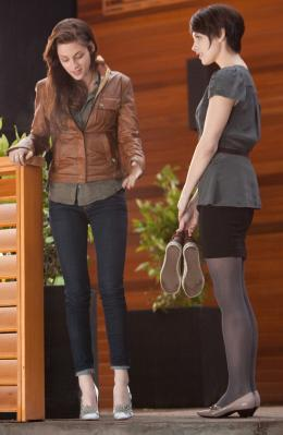 photo 6/45 - Kristen Stewart,Ashley Greene - Twilight - Chapitre 4 : Révélation 1ère partie - © SND
