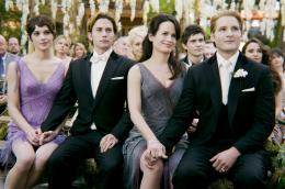 photo 2/45 - Ashley Greene,Jackson Rathbone,Elizabeth Reaser,Peter Facinelli - Twilight - Chapitre 4 : Révélation 1ère partie - © SND