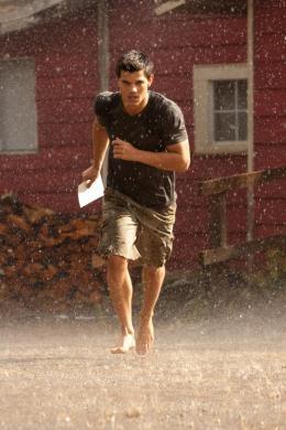 photo 28/45 - Taylor Lautner - Twilight - Chapitre 4 : R�v�lation 1�re partie - © SND