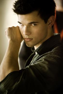 photo 4/45 - Taylor Lautner - Twilight - Chapitre 4 : Révélation 1ère partie - © SND