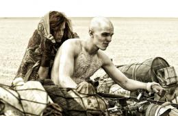 photo 34/134 - Nicholas Hoult, Riley Keough - Mad Max : Fury Road - © Warner Bros