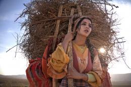 photo 4/97 - Leila Bekhti - La Source des femmes - © Julian Torrès / © 2010 - ELZEVIR FILMS - OÏ OÏ OÏ PRODUCTION