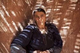 photo 8/97 - Hiam Abbas - La Source des femmes - © Julian Torrès / © 2010 - ELZEVIR FILMS - OÏ OÏ OÏ PRODUCTION