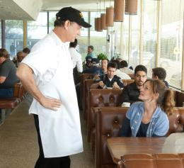 photo 4/22 - Tom Hanks, Julia Roberts, Wilmer Valderrama - Il n'est jamais trop tard - © SND