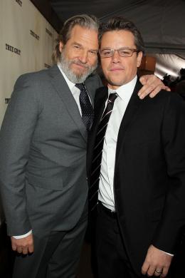 photo 28/81 - Jeff Bridges, Matt Damon - Avant-première américaine - True Grit - © Paramount