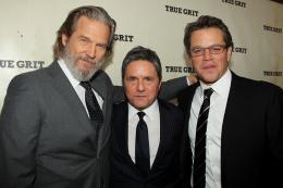 photo 44/81 - Matt Damon, Jeff Bridges - Avant-première américaine - True Grit - © Paramount