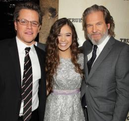 photo 42/81 - Matt Damon, Hailee Steinfield, Jeff Bridges - Avant-première américaine - True Grit - © Paramount